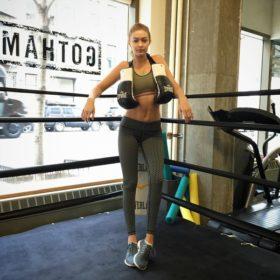 Gym time! Βρήκαμε τα πιο στιλάτα αθλητικά tops για να συνδυάσετε με τα κολάν σας στο γυμναστήριο