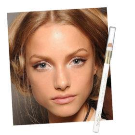 Τα μάτια σας φαίνονται κουρασμένα; Δοκιμάστε αυτό το τρικ που μας έδειξε ο celebrity makeup artist Δημήτρης Σταματίου