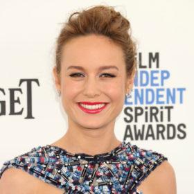 Σας ενοχλεί η φράντζα σας; Η Brie Larson δίνει την λύση με την πιο όμορφη πλεξίδα που έχουμε δει