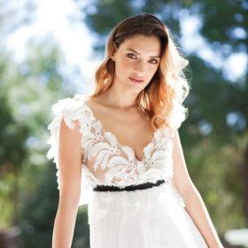 Η Μαρία Ένεζλη ντύνεται νύφη και εξομολογείται πώς φαντάζεται τον δικό της γάμο