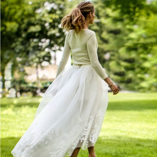 bf74bdcf35c7 Shop it! 10 προσιτά φορέματα που μπορείτε να φορέσετε αν παντρεύεστε ...