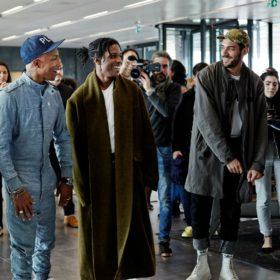 Πώς θα σας φαινόταν αν ο Pharrell Williams σαν ξεναγούσε στο εργοστάσιο του πιο γνωστού brand της denim βιομηχανίας;