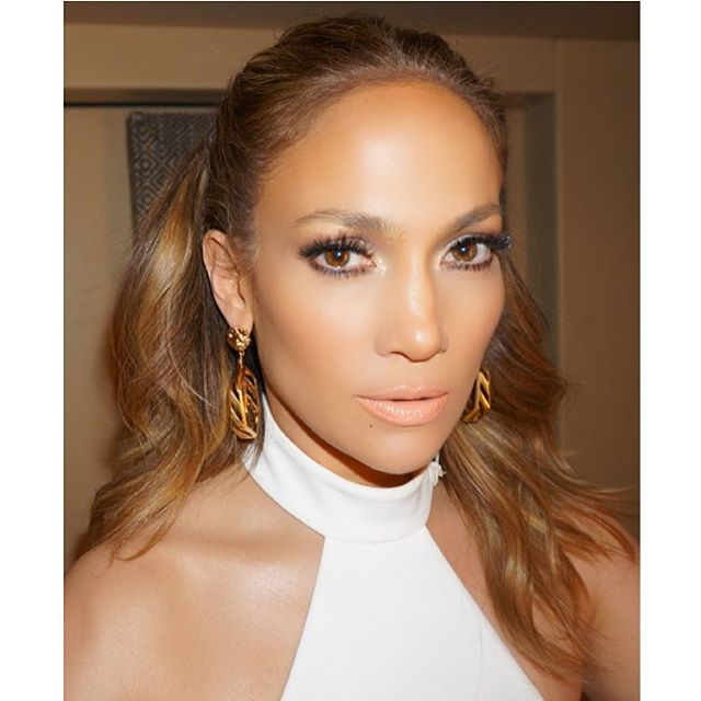 jennifer lopez, glowing skin