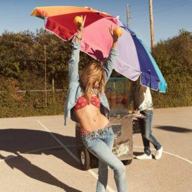 Φωτογραφηθείτε μετα ωραιότερα stretch jeans της σεζόν και κερδίστε υπέροχα δώρα