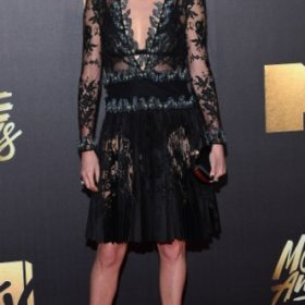 Η Charlize Theron με Alexander Mcqueen