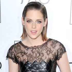Δεν θα μπορείτε να αναγνωρίσετε την Kristen Stewart με το νέο της χρώμα μαλλιών