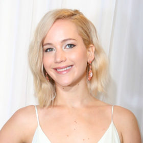 Το νέο χρώμα στα μαλλιά της Jennifer Lawrence είναι το ωραιότερο που είχε ποτέ!