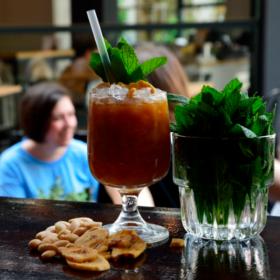 Noel: Οι πιο γνωστοί bartenders της Αθήνας μας προτείνουν τα απόλυτα cocktails του καλοκαιριού