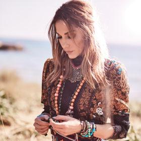 Δέσποινα Βανδή: Το floral dress από τη συλλογή της που θέλουμε σε αυτές τις εκπτώσεις