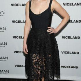 H Jennifer Lawrence με Oscar de la Renta