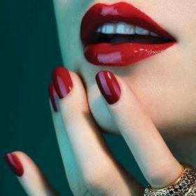 Λατρεύετε το κόκκινο χρώμα στα νύχια; Τότε πρέπει να δοκιμάσετε αυτό το τέλειο nail art!