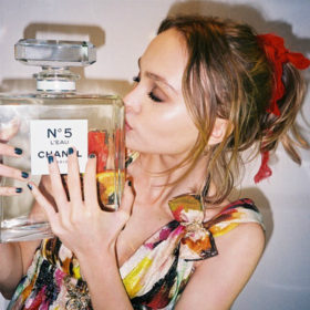 Breaking News: Η Lily-Rose Depp είναι το πρόσωπο του νέου αρώματος Chanel N°5