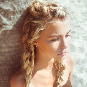 Q&A: Ένας hair expert δίνει απαντήσεις σε ΟΛΑ όσα θέλετε να ξέρετε για την καλοκαιρινή περιποίηση των μαλλιών