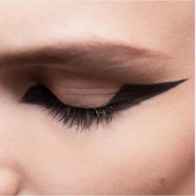 Ο makeup director του οίκου Christian Dior, Peter Philips, μας δίνει 8 διαφορετικές ιδέες για να φορέσουμε το eyeliner