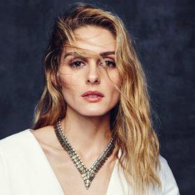 How to: Πώς θα κάνετε στα μαλλιά σας τους τέλειους κυματισμούς της Olivia Palermo