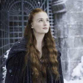 Stop the press! Η «Sansa Stark» δεν είναι πια κοκκινομάλλα
