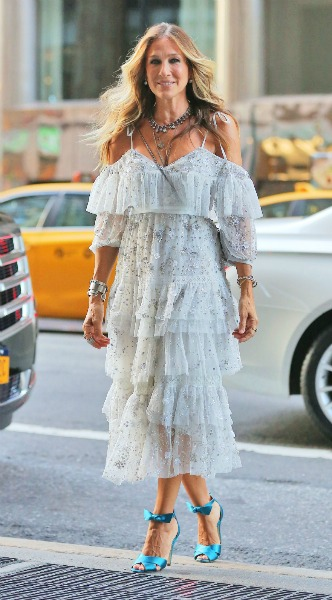 sarah jessica parker, mosaic, look of the day, needle and thread