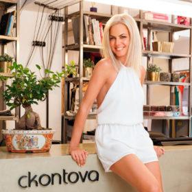 Χριστίνα Κοντοβά: Ο καημός του μπαμπά της σχεδιάστριας και ο λόγος που της έκανε δώρο playmobil!