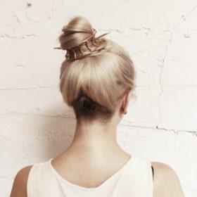 Bun Cuffs: Θα δοκιμάζατε αυτή τη νέα, cool τάση στα μαλλιά σας;