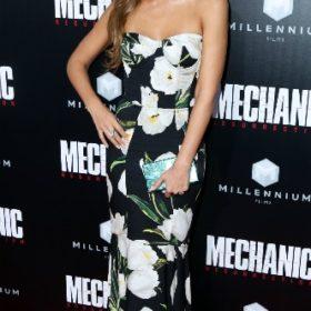 H Jessica Alba με Dolce & Gabbana