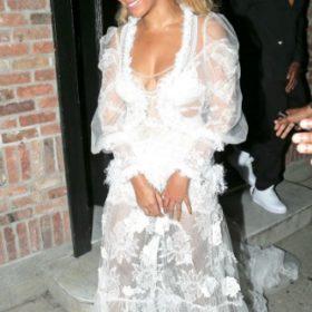 Η Beyonce με Yolan Cris Couture