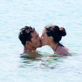 Μαλού Κυριακοπούλου: Ποιος είναι ο άνδρας που ανταλλάσσει καυτά φιλιά στη Μύκονο