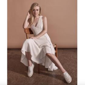 H Dakota Fanning μας δείχνει ότι όλα τα cool κορίτσια ντύνονται σαν γοργόνες