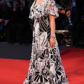 Η Natalie Portman με Valentino