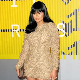 Αγνώριστη! Η Kylie Jenner έκανε την πρώτη της εμφάνιση ως ξανθιά
