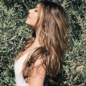 Με ανανεωμένο look στα μαλλιά η Ελευθερία Ελευθερίου εν όψει της νέας σεζόν