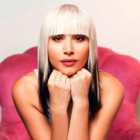 Αυτή είναι η όμορφη ξανθιά που αντικαθιστά τη Μελίνα στους Vegas