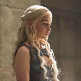 Η Emilia Clarke ακολούθησε τα βήματα της Daenerys και έγινε ξανθιά!