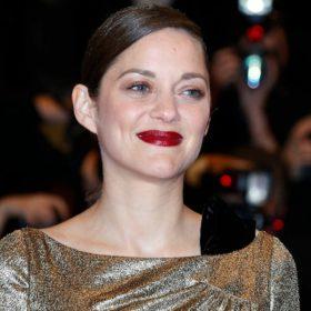 Η Marion Cotillard απαντάει στις φήμες ότι είναι το τρίτο πρόσωπο στο διαζύγιο Jolie-Pitt και επιβεβαιώνει κάτι που όλοι υποψιαζόμασταν