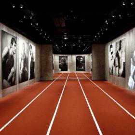 Ο φωτογράφος Βαγγέλης Κύρης στην έκθεση «Emotions of the Athletic body»  του Giorgio Armani
