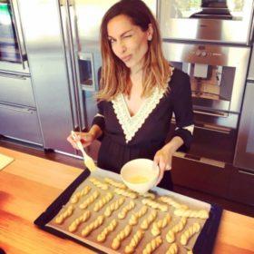 Ελληνίδες στην κουζίνα τους: Πέντε κυρίες της showbiz που λατρεύουν την μαγειρική