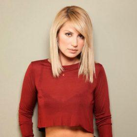 Η Μαρία Ηλιάκη μας δείχνει τους κοιλιακούς της σε ένα πολύ chic και sexy look