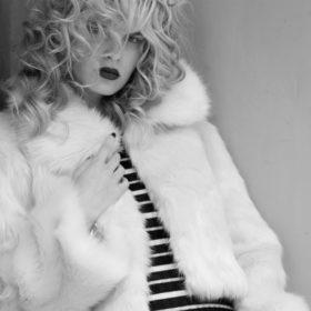 Lynne: Αυτή είναι η συλλογή παλτό που πρέπει να δείτε πριν βγείτε για shopping