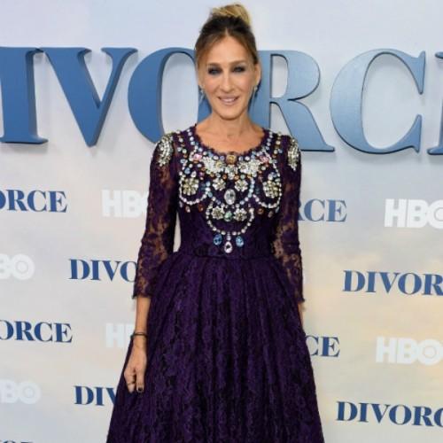Sarah Jessica Parker  Αυτό είναι το αγαπημένο της μήκος στα φορέματα και  είναι ιδανικό αν είστε μικροκαμωμένη f59f73141e8