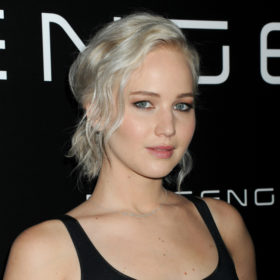 Η Jennifer Lawrence έβαψε τα μαλλιά της στο απόλυτο χρώμα της σεζόν!
