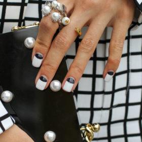 Αυτή η τάση στο μανικιούρ θα σας κάνει να αγαπήσετε ξανά το nail art!