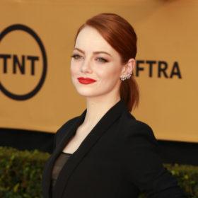 Αυτή είναι η τέλεια κόκκινη απόχρωση κραγιόν για κοκκινομάλλες σαν την Emma Stone