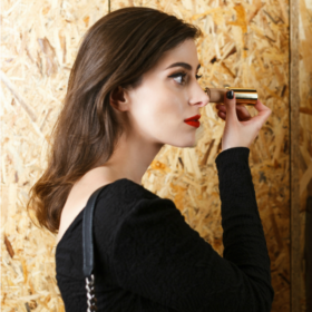 Double Wear Nude Cushion Stick Radiant Makeup της Estée Lauder: Πρώτη φορά δοκιμάζουμε ένα foundation που δείχνει τόσο φυσικό