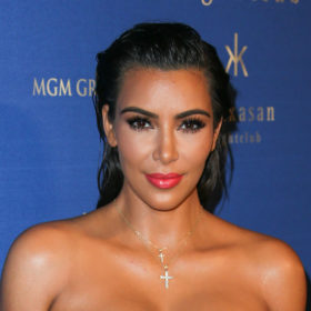 Αυτό είναι το foundation που επιλέγει η Kim Kardashian για τέλεια, λαμπερή επιδερμίδα!