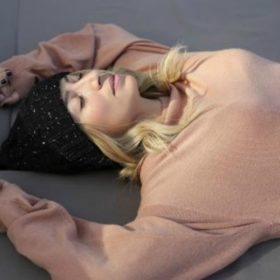 Η Μαρία Ηλιάκη φόρεσε άψογα μία από τις επικρατέστερες τάσεις της σεζόν