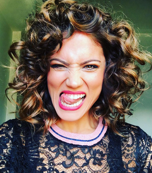 mairi sinatsaki, sgoura mallia, curly hair