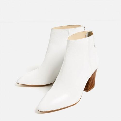Λευκά μποτάκια - We love boots! 5 στιλ που πρέπει να δοκιμάσετε ... c7ea991c594