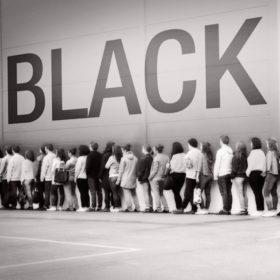 Η Black Friday ήρθε και στην Ελλάδα: Δείτε σε ποια καταστήματα μπορείτε να βρείτε τις μεγαλύτερες προσφορές