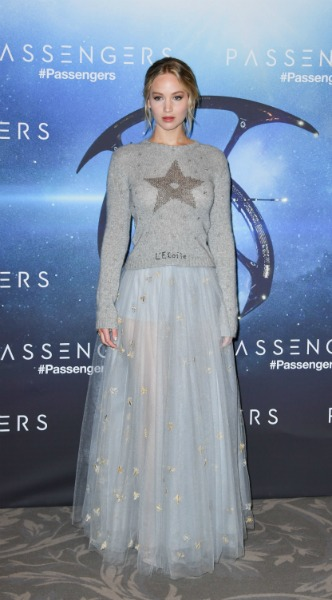 jennifer lawrence, mosaic, look of the day, dior, Passengers