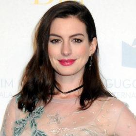 Αν αγαπάτε τα αρώματα που μυρίζουν φρεσκάδα, τότε πρέπει να δοκιμάσετε αυτό που φοράει καθημερινά η Anne Hathaway