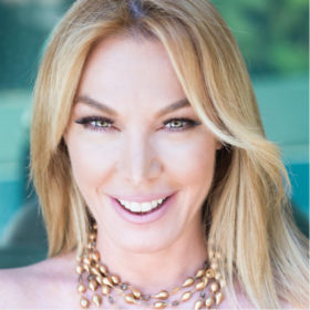 Η Τατιάνα Στεφανίδου εντυπωσίασε με την εμφάνισή της στην πρεμιέρα της εκπομπής της